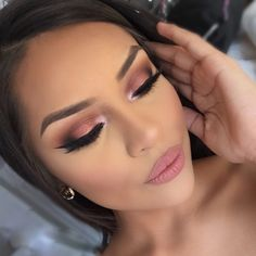 "Anastasia Beverly Hills Shadow Couture Palette Lid: ""Intense Gaze"" Inner duct: ""Pink Champagne"" Transition: ""Soft Peach, Morocco"" Crease: ""Fudge"" Outer V: ""Noir"""