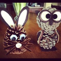 More than 30 Christmas decoration ideas to make with pine cones! - Fall Crafts For Kids Pinecone Crafts Kids, Pine Cone Crafts, Autumn Crafts, Easy Christmas Crafts, Nature Crafts, Thanksgiving Crafts, Easter Crafts, Diy And Crafts, Crafts For Kids