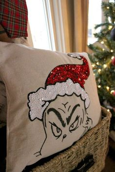 Check out this awesome Grinch Pillow--a Pottery Barn Knock Off! O Grinch, Grinch Stuff, Grinch Christmas Party, Grinch Party, Christmas Crafts To Make, Christmas Sewing, Christmas Projects, Winter Christmas, Holiday Fun