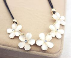 Italian inspired Flower Necklace with shimmering Rhinestone. This is a beautiful necklace for yourself or as a gift for that special person in your life. Neckla