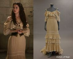 In the fourth and sixth episodes Mary wears a Jean Patou Vintage (circa Couture Evening Dress. Worn with Vintage Deco crown and Gillian Steinhardt Signet Ring. Isabel Tudor, Reign Dresses, Reign Fashion, Tv Show Outfits, Period Outfit, Fantasy Dress, Medieval Fashion, Vintage Couture, Custom Dresses