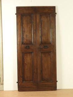 Riproduzione di una porta antica del '700 realizzata con pioppo di travi antiche.