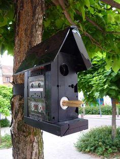 Recycled audio & video cassettes made into a birdhouse / Cassettes audio et vidéo recyclées en maison pour oiseaux