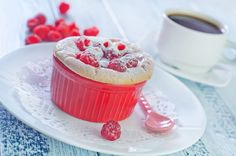 Ягодные фантазии: 7 летних рецептов для всей семьи Сочные свежие ягоды обожают и дети, и взрослые. Да и как их можно не любить? Это и вкуснейшее лакомство, и польза в чистом виде, и замечательный ингредиент для всевозможных блюд. Среди них рецепты ягодных десертов занимают особое место. #едимдома #готовимдома #рецепты #кулинария #лето #ягоды