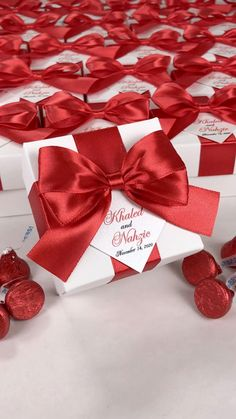 Personalized wedding favor gift boxes with red satin ribbon bow and names. Elegant party bonbonniere for candies or small souvenirs to thank guests. #welcomebox #giftbox #personalizedgifts #weddingfavor #weddingbox #weddingfavorideas #bonbonniere #weddingparty #sweetlove #favorboxes #candybox #burgundywedding #ivorywedding #redwedding #uniqueweddingfavor