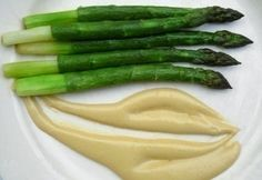 Zöld spárga hollandi mártással Asparagus, Favorite Recipes, Vegetables, Food, Spring, Studs, Vegetable Recipes, Eten, Veggie Food