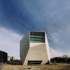 ... pode ir a bons concertos na Casa da Música. // ... you can attend great concerts at Casa da Música.