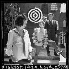 paraphenalia bouutique  | Paraphernalia boutique circa 1967. Betsey Johnson in centre with ...