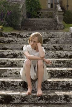 Briony Tallis (Saoirse Ronan) ~ Atonement ~ Movie Stills Saoirse Ronan Atonement, Atonement Movie, Ian Mcewan, The Lovely Bones, British Family, Moonrise Kingdom, Into The Woods, Star Wars, Happy Photography