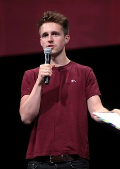 Marcus Butler speaking at the 2014 VidCon. Marcus Butler, Jack And Mark, Height And Weight, Dan And Phil, Youtubers, Girlfriends, Polo Ralph Lauren, Celebs, Boys