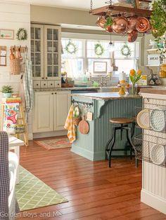 Farmhouse style kitchen with spring decor - www.goldenboysandme.com Farmhouse Sink Kitchen, Kitchen Redo, Home Decor Kitchen, Kitchen Styling, Kitchen Interior, Home Kitchens, Cottage Style Kitchens, Design Kitchen, Interior Modern