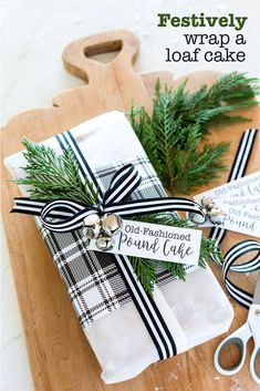 How to wrap a loaf cake or bread to give as a Christmas hostess gift.How to wrap a loaf cake or bread to give as a Christmas hostess gift. via Source by hurrie. Christmas Gift Wrapping, Holiday Fun, Christmas Holidays, Christmas Decorations, Christmas Ideas, Christmas Gift Baskets, Office Christmas, Christmas Inspiration, Holiday Ideas