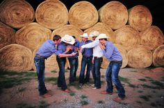This is a fantastic idea for wedding photos! Switch the photos you take for the guys vs. the girls. Hilarious! #westernwedding #cowboyhat #cowboyboots #photography