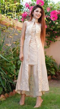 Party Wear Indian Dresses, Pakistani Fashion Party Wear, Desi Wedding Dresses, Indian Gowns Dresses, Indian Bridal Outfits, Dress Indian Style, Pakistani Dress Design, Indian Designer Outfits, Pakistani Dresses