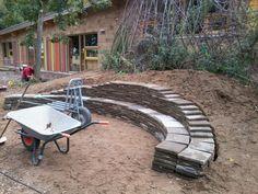 27 oktober 2012, zonnewijzer getest, kwart voor twaalf en kwart voor één.          27 oktober 2012, kikker-/ paddenpoel + natuurwand in-word...