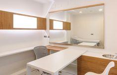 AA Clinic / equipoeme estudio #sala #madera #diseño #clinica #estética  #iluminación #microcemento