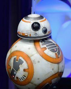 Watch STAR WARS: THE FORCE AWAKENS Panel from Star Wars Celebration #bb-8 #spherobb8 #bb8 #starwars #friki