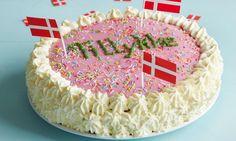 Hjemmelavet lagkage vækker altid glæde. Danish birthday cake.