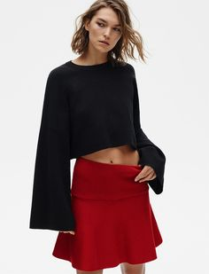 Zara lo ha vuelto a hacer: enamorarnos con sus nuevas propuestas en su último lookbook llamado spring knit. El punto es un tejido que siempre viene bien tene...
