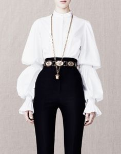 Alexander Mcqueen love this aristocratic look Look Fashion, High Fashion, Fashion Outfits, Womens Fashion, Fashion Design, 90s Fashion, Drawing Clothes, Character Outfits, Looks Cool