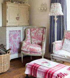 A Scrapbook of Me: English Cottage Home Decorating English Living Rooms, Cottage Living Rooms, Cozy Living, English Cottage Interiors, English Cottage Style, Country Interiors, French Country Furniture, Country House Interior, Cottage Style Decor