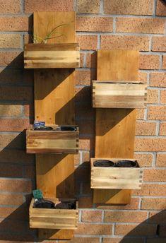 kräutergarten balkon pflanzenarten vertikal holz kasten idee