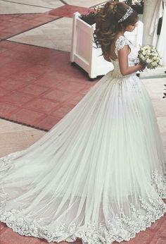 Lace Applique Beaded Ball Gown Wedding Dresses Off-shoulder Retro Court Train…
