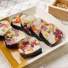 牛乳パックでちらし恵方巻き Sushi Sauce, Homemade Dinner Rolls, Macaroni Recipes, Japanese Cuisine, Japanese Food, Sushi Rolls, Easy Cooking, Cooking Recipes, Cute Food