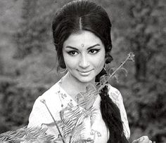 50 Beautiful Faces in Bollywood: Sharmila Tagore (Beauty Face Young) Bollywood Hairstyles, Indian Hairstyles, Bollywood Photos, Bollywood Stars, Indian Bollywood, Divas, Sharmila Tagore, Vintage Bollywood, Old Actress