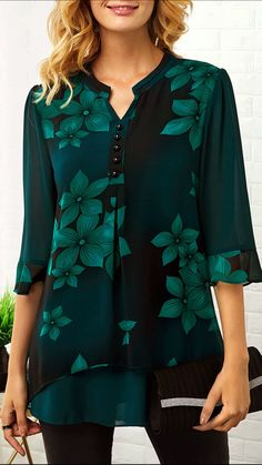 Spring outfits that you need to copy right now! These tops outfit ideas are super trendy and the perfect springtime outfit inspiration! Trendy Tops For Women, Blouses For Women, Outfits Mujer, Printed Blouse, Spring Outfits, Womens Fashion, Clothes, Print Button, Outfit Ideas