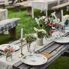 LaLa & Lissy Lou: Love the use of vintage plates for a wedding