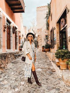 Ce sa vizitezi in 7 zile - Carmen Negoita Travel Design, All Black, Cape, Blogging, Hipster, My Style, Fashion, Mantle, Moda