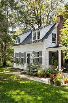 Farmhouse Exterior Colors Metal Roof Fixer Upper 53 Ideas For 2019 Cottage Living, Cottage Style, White Cottage, Cape Cod Cottage, Small House Living, Cottage In The Woods, House In The Woods, Living Room, Design Exterior