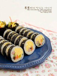 교리김밥 ★ 계란김밥만드는법 / 계란김밥 맛있게만드는법 – 레시피   Daum 요리 Asian Cooking, Easy Cooking, Cooking Recipes, Vegetarian Recipes, Easy Japanese Recipes, Japanese Food, Asian Recipes, Korean Kitchen, World Recipes