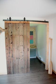 Un vieux ski comme porte manteau chalet country house - Rail porte grange coulissante ...