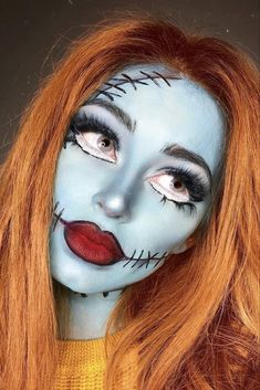 Looking for for inspiration for your Halloween make-up? Browse around this site for creepy Halloween makeup looks. Clown Halloween, Disney Halloween Makeup, Disney Makeup, Halloween Makeup Looks, Pretty Halloween, Pocahontas Makeup, Women Halloween, Face Paint For Halloween, Halloween Stuff