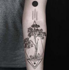 Okan Uçkun-Tattoo-Ink-InkObserver-Dotwork-Geometric-Minimalism-Istanbul-Turkey-Golden Arrow Street 3