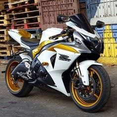 Blue and black or white and gold  via: @tareqmoto #Suzuki #GSXR #sportbikeaddicts