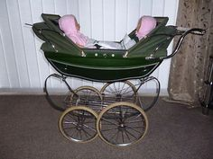 I think this is one of the nicest colours for this Silver Cross dolls pram! Landau Vintage, Vintage Pram, Vintage Toys, Vintage Stuff, Best Baby Prams, Best Prams, Pram Toys, Dolls Prams, Pram Stroller