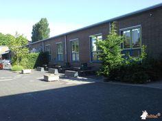 Betonbank DeLuxe Antraciet bij Actiefcollege in Oud-Beijerland