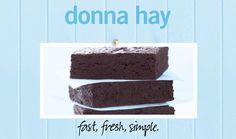 Jammie! Deze brownies zien er zo heerlijk uit! En zo makkelijk te bereiden uit het boek 'Fast, Fresh, Simple' van Donna Hay! Verras je moeder met het boek... of de brownies natuurlijk!