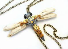Halskette handmodellierte Steampunk Libelle aus alten Uhrwerken und Modelliermasse gefertigt