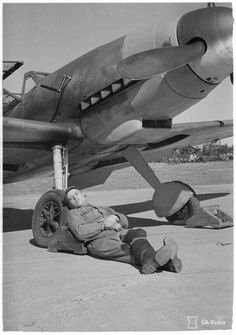 Vintage Aircraft Napping by the Ww2 Aircraft, Fighter Aircraft, Military Aircraft, Fighter Jets, Luftwaffe, Finnish Air Force, Photo Avion, Airplane Pilot, Air Festival
