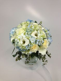 Hydrangea, callas and roses