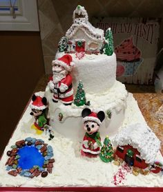 Santa's Christmas Village with Minnie & Mickey :) - Cake by Enza - Sweet-E
