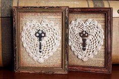 Vintage frames with book pages, lace doilies and old keys Framed Doilies, Lace Doilies, Vintage Keys, Vintage Crafts, Skeleton Key Crafts, Frame Crafts, Diy Crafts, Art Bullet, Doily Art