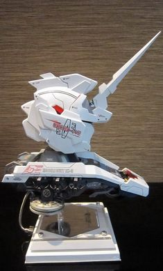 GSM 1/35 Gundam Unicorn (Unicorn & Destroy Mode) Head Model Display w/FULL LEDs