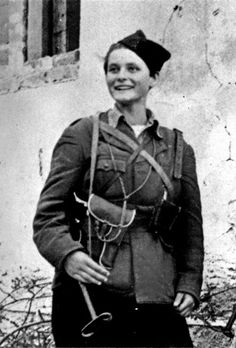 30 Vintage Photos of Beautiful Female Partisans and Resistance Fighters During World War II ~ vintage everyday Ww2 Weapons, Female Fighter, Fighter Pilot, Female Soldier, Fight For Freedom, Military History, Military Photos, Women In History, World War Two