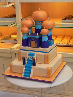Cake based on the palace from Aladdin for a birthday party for a 6 year old. Crazy Cakes, Fancy Cakes, Cute Cakes, Jasmine Cake, Jasmine Party, Unique Cakes, Creative Cakes, Beautiful Cakes, Amazing Cakes