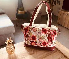 Sac Java en blanc et rouge fleuri cousu par Laeticia - Patron Sacôtin